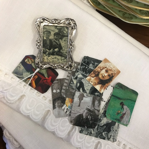 Vintage Jewelry - Pin Frame Brooch With interchangeable Pictures